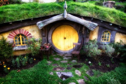 Hobbit-House-in-New-Zealand-by-Michael-Matti