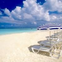 La plage d'Anguilla : un coin de paradis des îles des Petites Antilles.