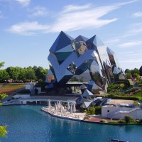 Futuroscope : un parc d'attractions du futur.